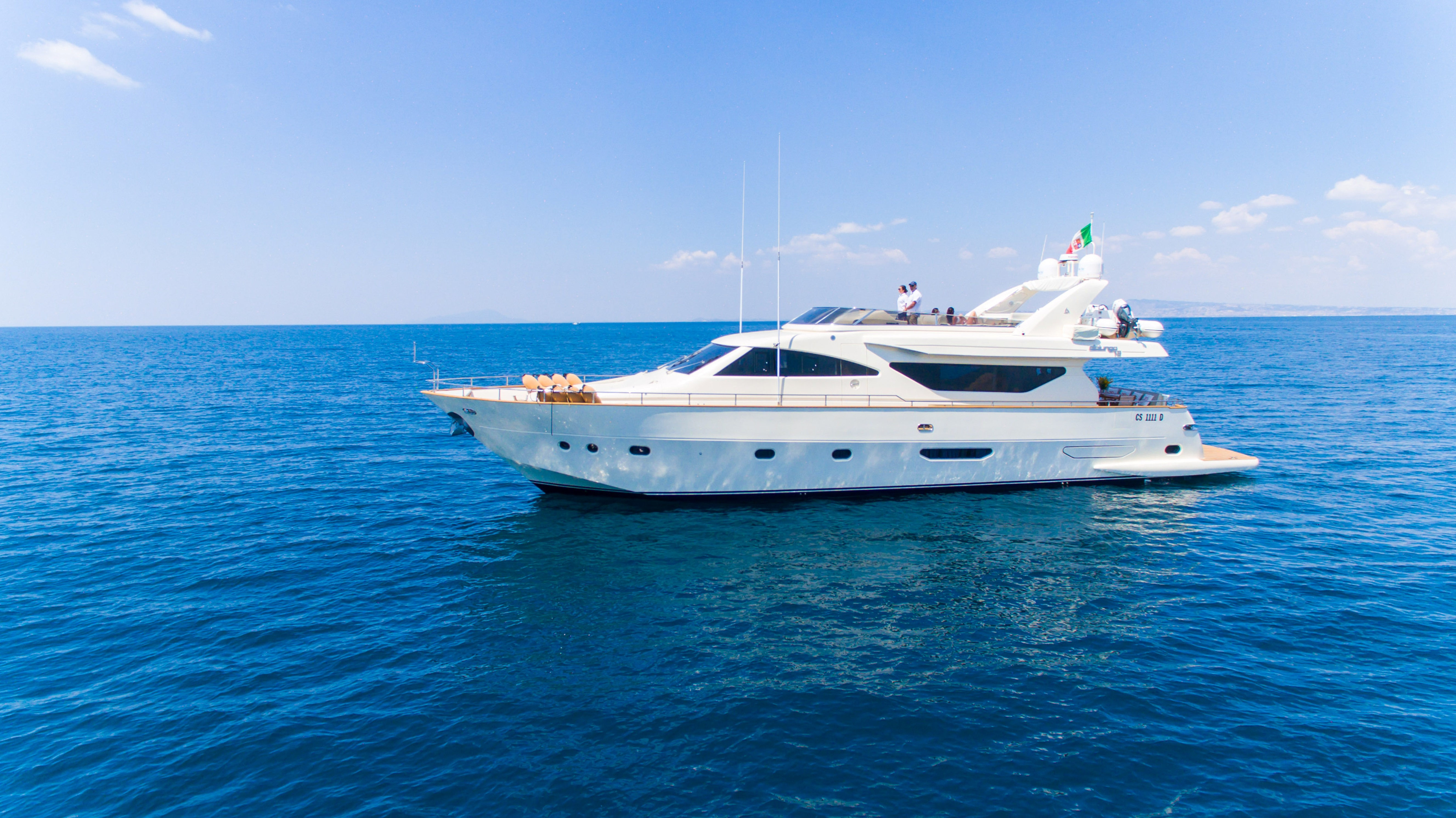 DISCOVER WHY A YACHT CHARTER HOLIDAY IS THE PERFECT CHOICE THIS SUMMER!